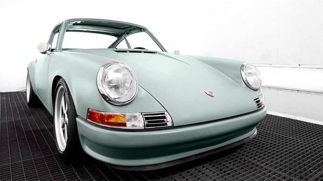 オランダの会社が、廃車になったクラシックなポルシェ「911」を修復&電気自動車化して販売!