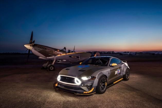 フォードが、英国空軍イーグル飛行中隊の戦闘機をテーマにカスタムされた特別な「マスタングGT」を公開!