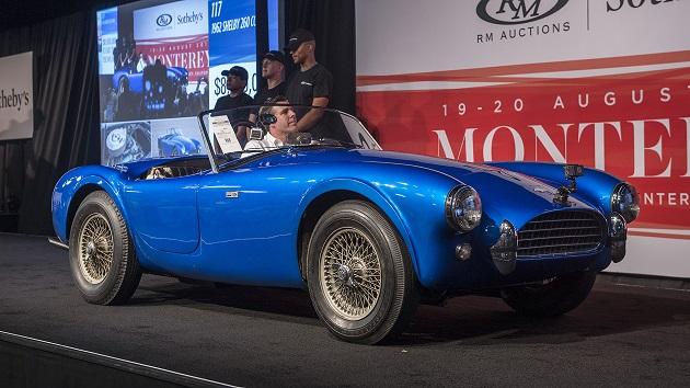 最初に製造された「シェルビー・コブラ」、米国製自動車のオークション史上最高額で落札