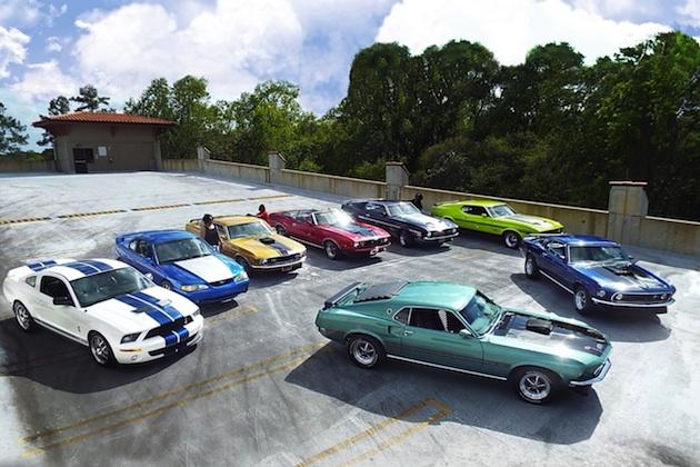 あるクルマ好き家族の情熱が引き寄せた8台のフォード「マスタング」