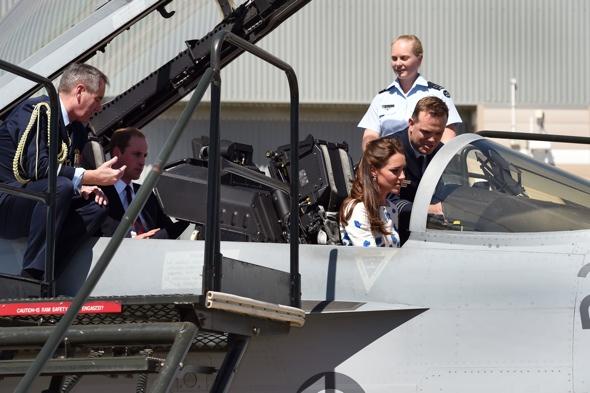 kate-middleton-fighter-jet-queensland-australia-royal-tourkate-middleton-fighter-jet-queensland-australia-royal-tour
