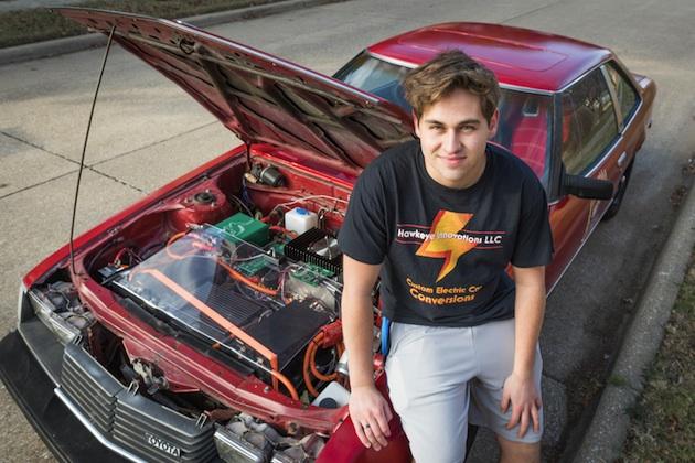 【ビデオ】18歳の少年が自力で1980年型トヨタ「セリカ」を電気自動車に改造! 航続距離は200km以上!