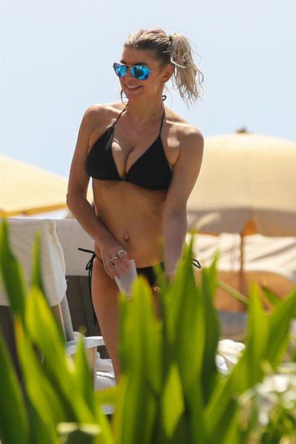 fergie-bikini-pictures-black-hair-skinny-pussy