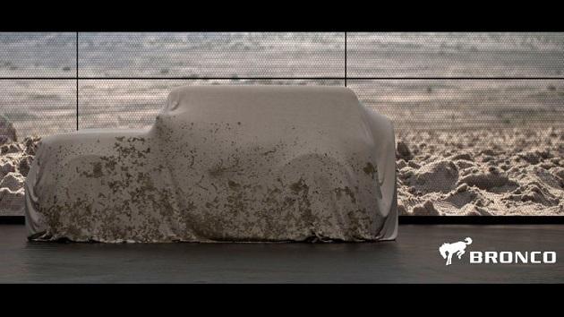 フォード、新型「ブロンコ」の画像を初公開! カバーの下を予想してみた