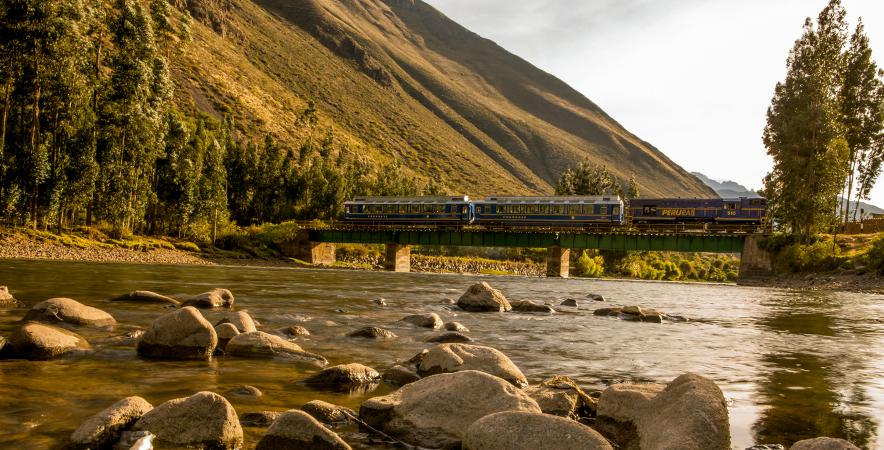Tren o senderismo: dos increíbles experiencias para llegar a Machu