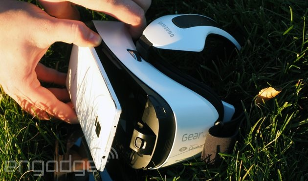 Attaching the Note 4 to the Gear VR headset