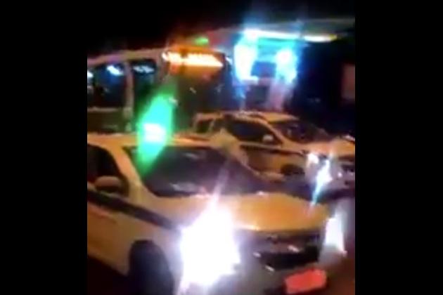 【ビデオ】五輪開催中のリオで、渋滞した道路にうんざりしたバス運転手が暴走!
