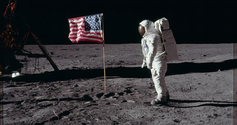 过万张 NASA Apollo 任务期间所拍的 HD 底片扫描照任你看