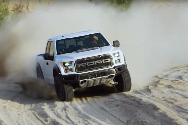 【ビデオ】砂漠を高速で駆け抜ける、フォード「F-150ラプター」の「バハ」モード