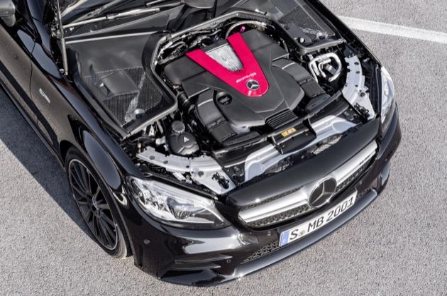 Mercedes-AMG C 43 4MATIC Coupé, Night Paket und AMG Carbon-Paket II, Exterieur: Außenfarbe: obsidianschwarz metallic, Motorraum;Kraftstoffverbrauch kombiniert: 9,5–9,2 l/100 km; CO2-Emissionen kombiniert: 217-212 g/km*  Mercedes-AMG C 43 4MATIC Coupé, Night package and AMG Carbon-package II, Exterior: Exterior paint: obsidian black metallic, eingine compartment;combined fuel consumption: 9.5–9.2 l/100 km; combined CO2 emissions: 217-212 g/km*