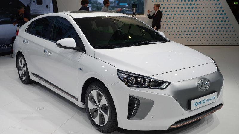 ヒュンダイ「アイオニック」、EPA燃費でトヨタ「プリウス」を上回る