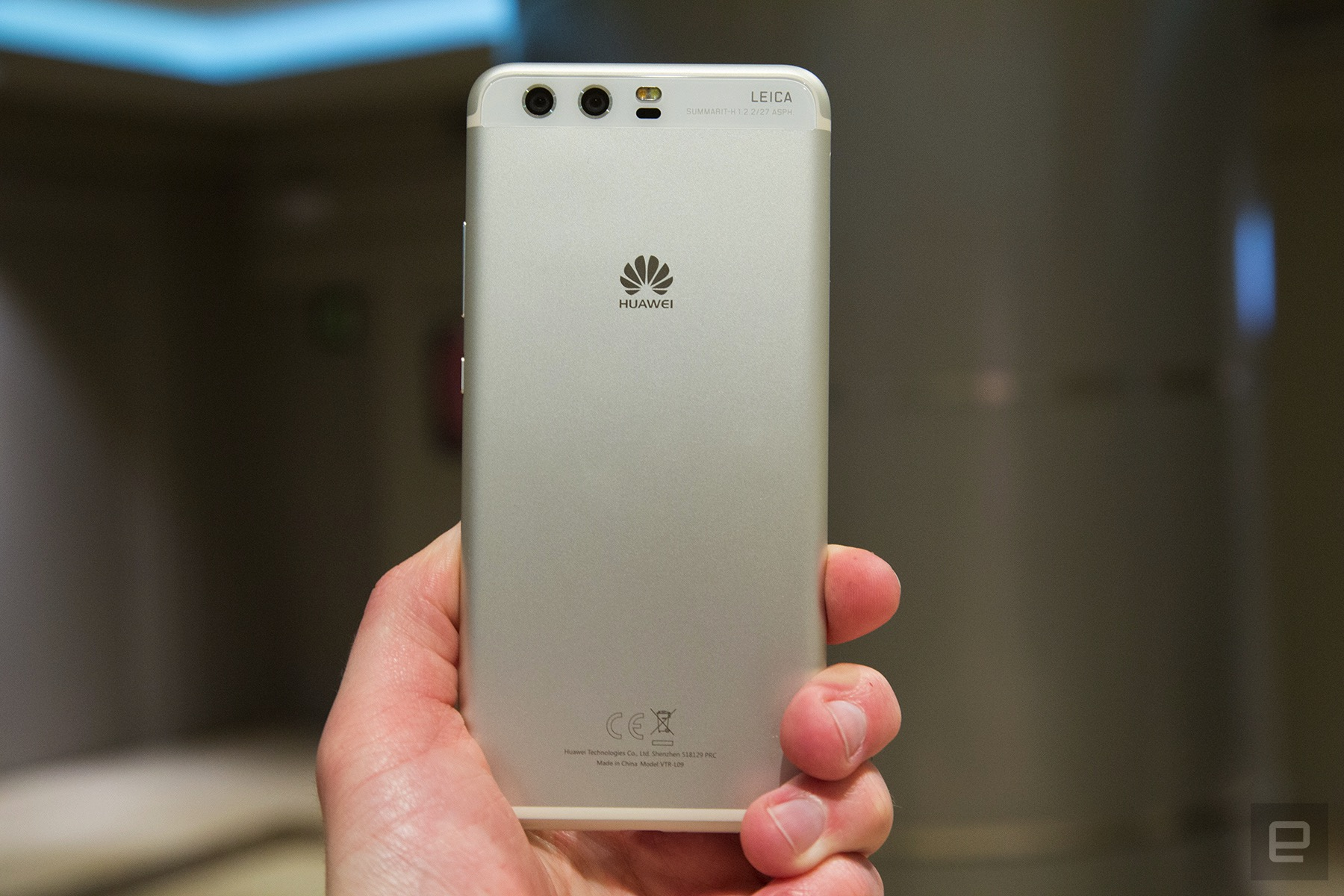 Shooting photos with the Leica-branded Huawei P10