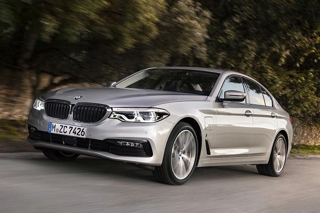 大手部品メーカーのマグナ社が、BMWのプラグイン・ハイブリッド「530e iPerformance」を生産すると発表
