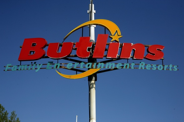 200 holidaymakers sue Butlins over sickness outbreak