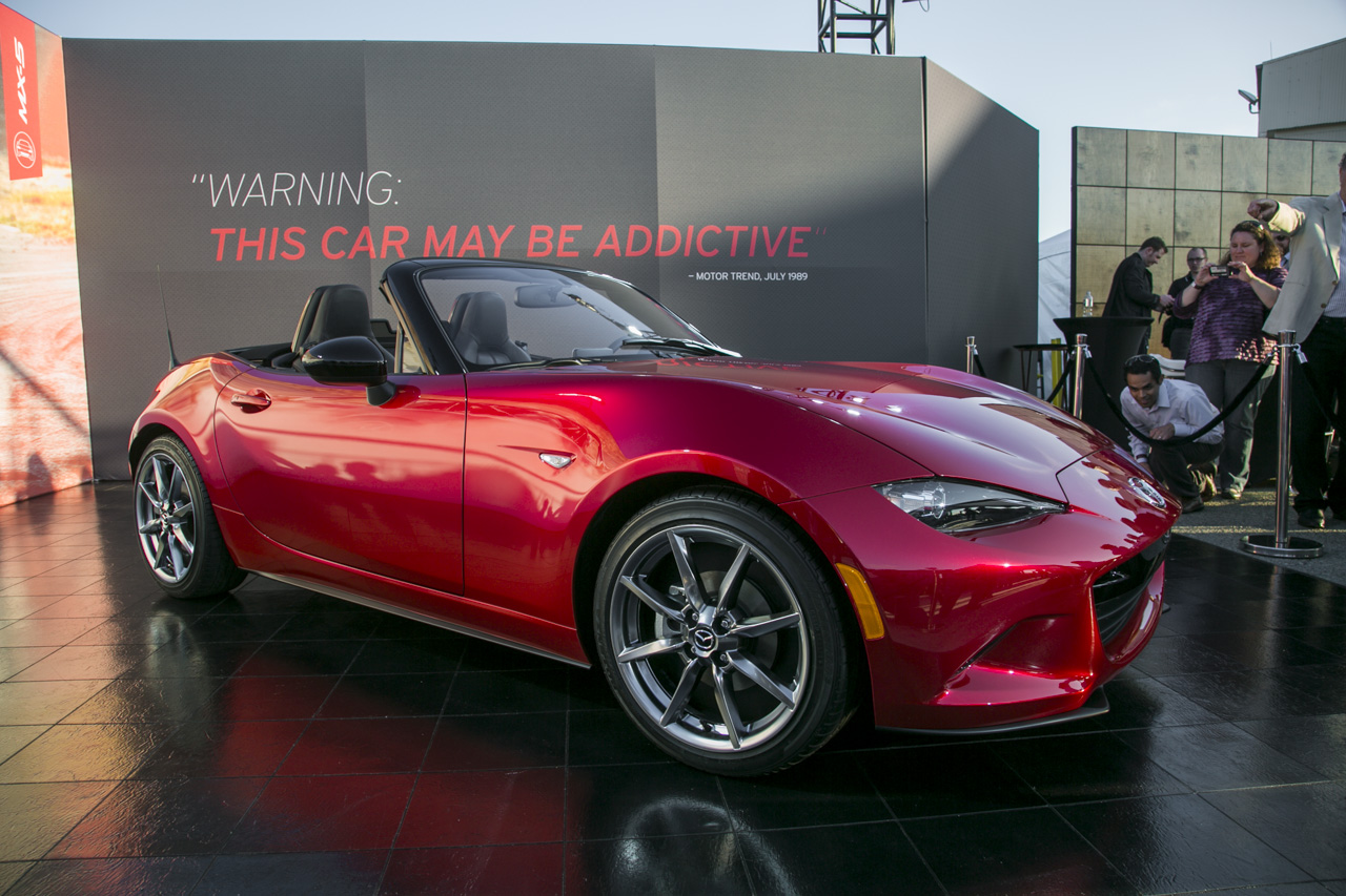 2016 Mazda MX-5 Miata first engine shot revealed - Autoblog
