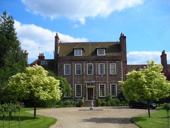 Maggie smith 39 s downton abbey house sells for 6 million aol for Downton abbey dowager house for sale