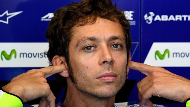 MotoGPライダー、コース上で中指を立てて見せたら罰金対象に