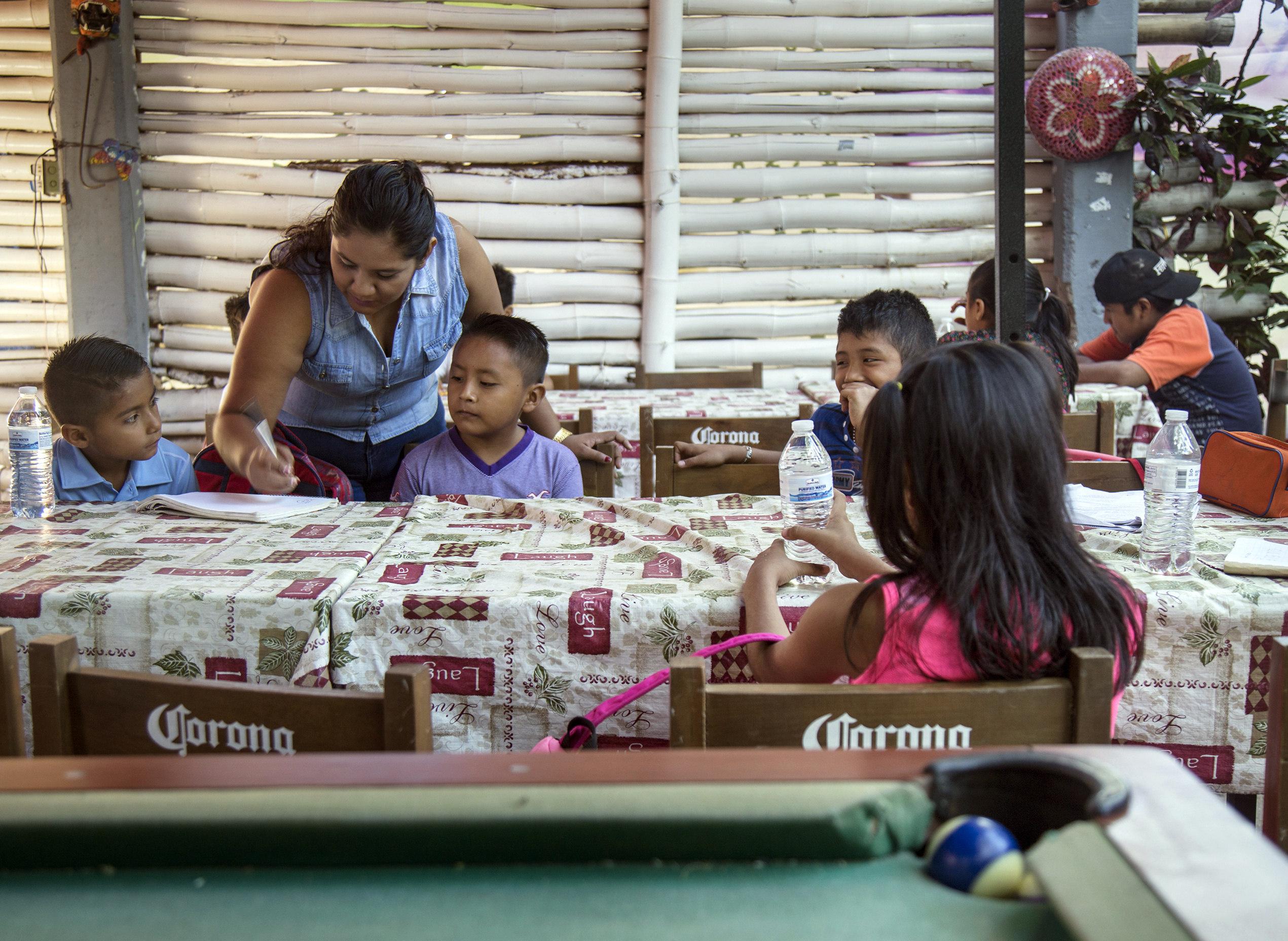 FOTOS: En este bar hasta los niños toman…