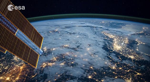 来看看这段由一万多张照片组成的太空看地球缩时视频