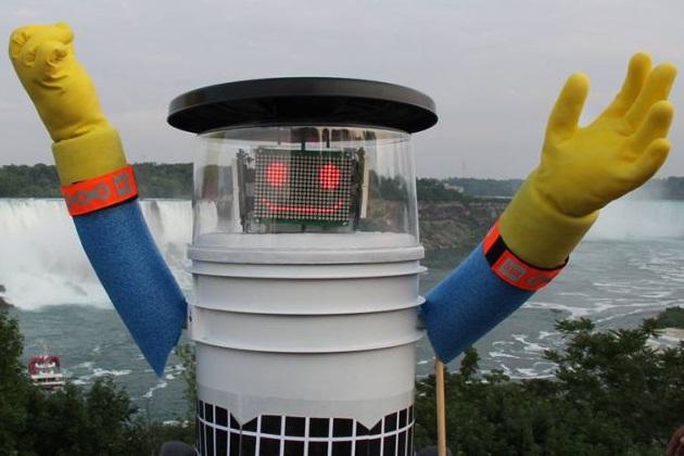 ヒッチハイクで旅をするロボット、米フィラデルフィアで壊される