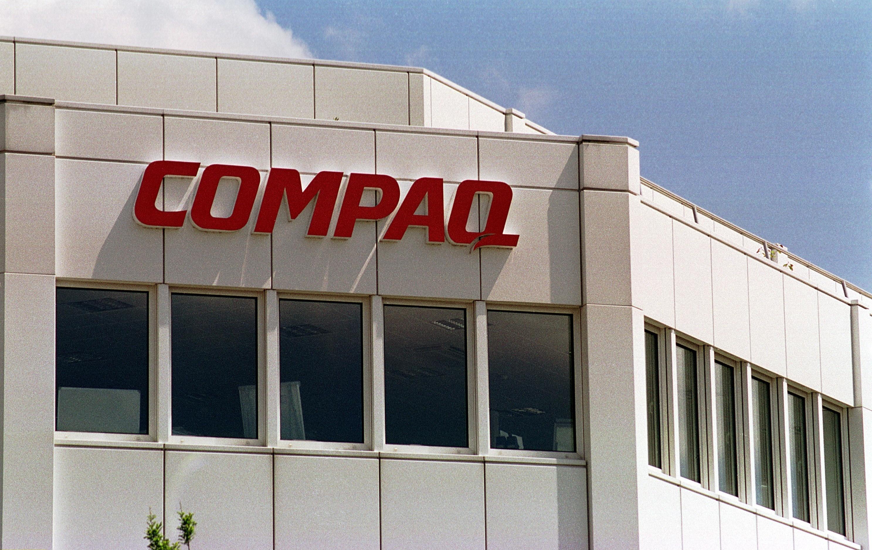Compaq / Logo an der Fassade