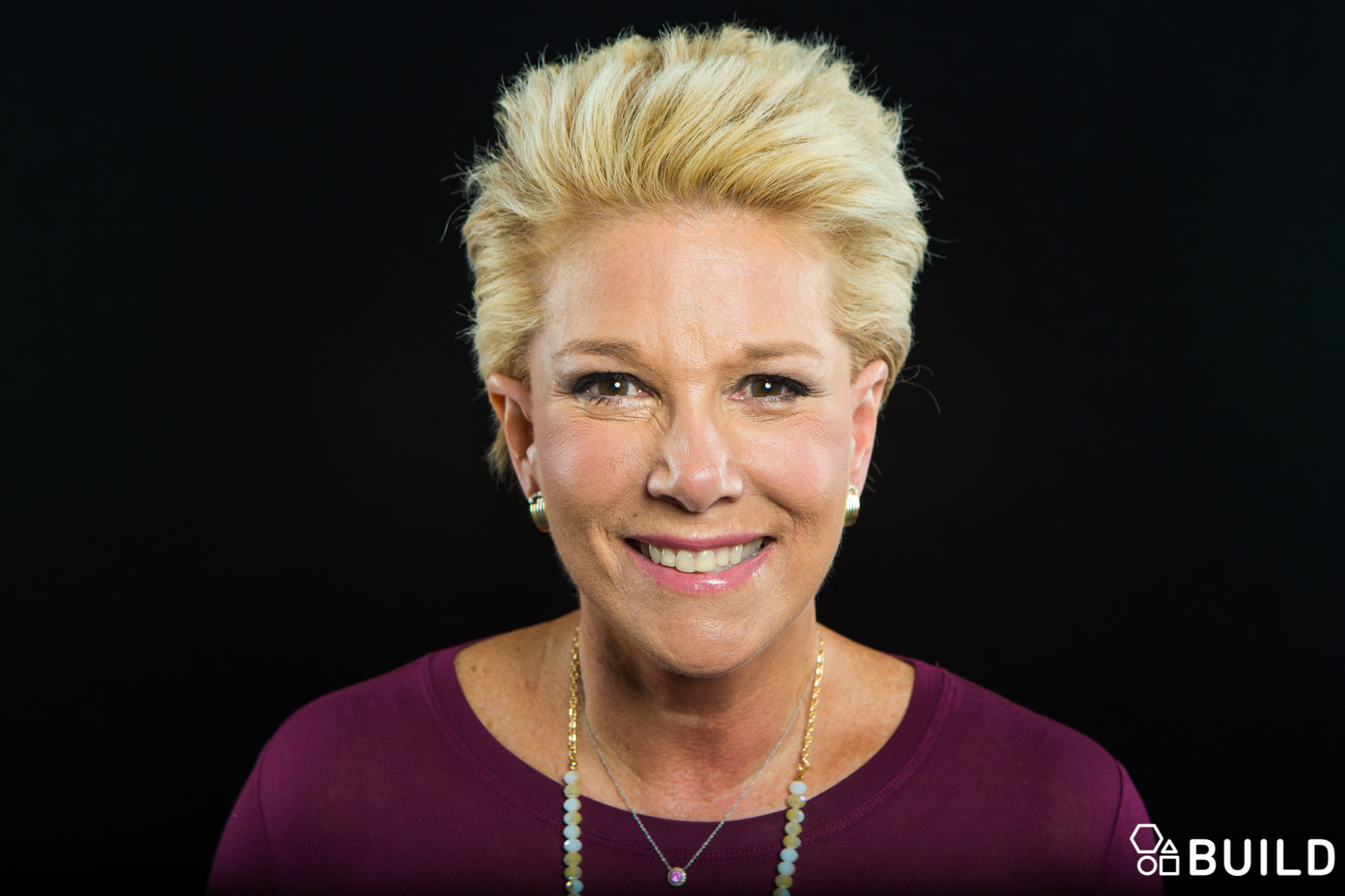 short hair, don't care: joan lunden is chic, cheerful and cancer
