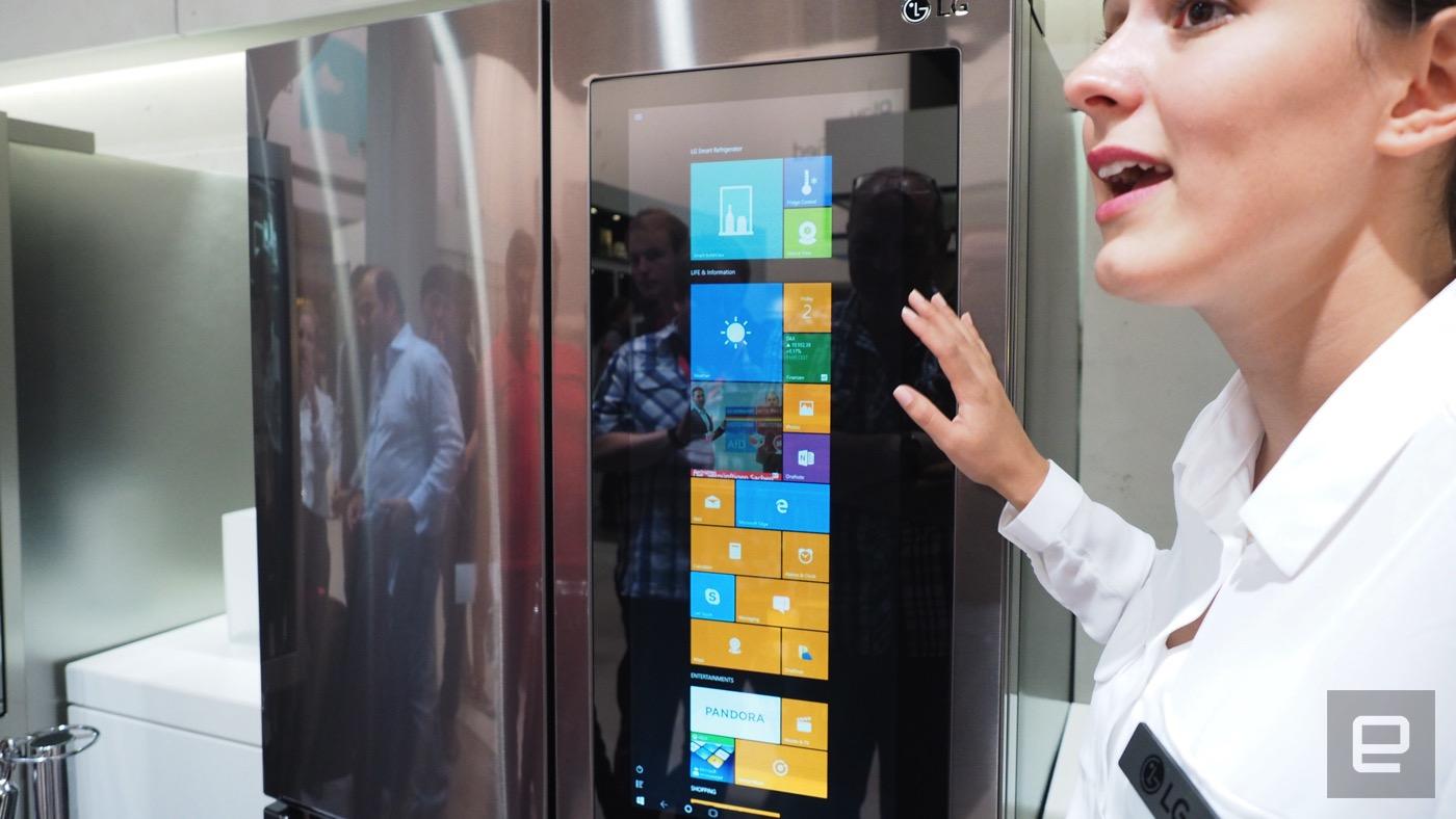 这 LG 冰箱里怎么装着台 Windows 10 电脑?