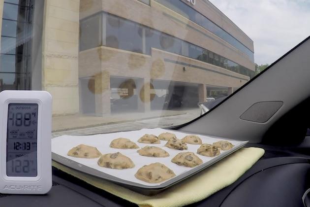 【ビデオ】実験:炎天下の車内でクッキーは焼けるか⁉ (チョコチップ・クッキーのレシピ付)
