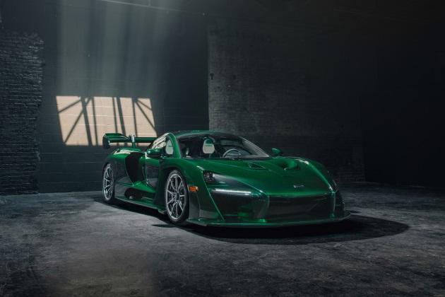マクラーレン「セナ」の北米第1号車は、カーボンファイバーが透けて見えるグリーンのボディ!