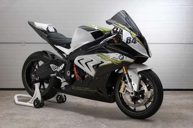 BMW Motorrad、「S1000RR」のシャシーをベースにした電動スポーツバイクのコンセプト「eRR」を公開