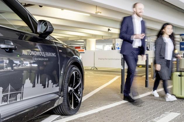 フォルクスワーゲン、無人のクルマが自動的に駐車スペースへ向かう自動駐車システムの試験運用を開始