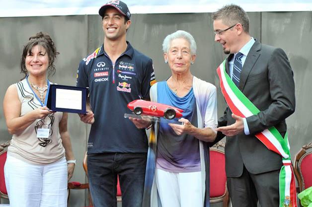 F1ドライバー、ダニエル・リカルドがロレンツォ・バンディーニ賞に輝く