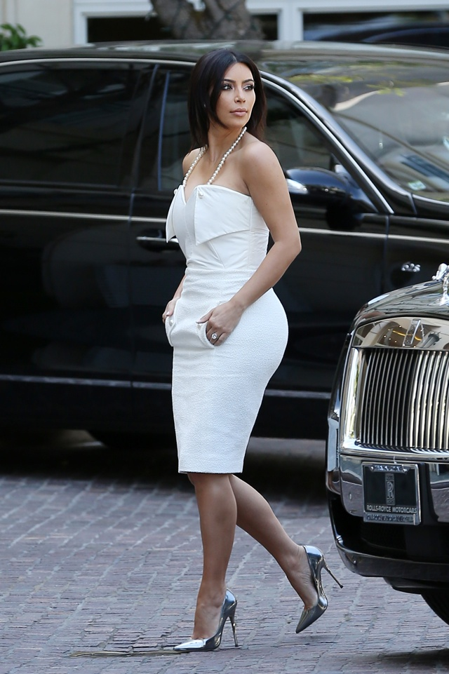 kim-kardashian-white-dress-bridal-shower