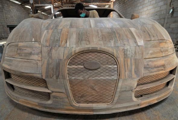 Wooden Bugatti Veyron replica