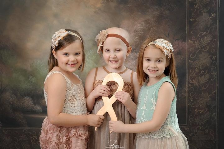 Ces enfants survivants du cancer reproduisent une photo à trois ans d'intervalle