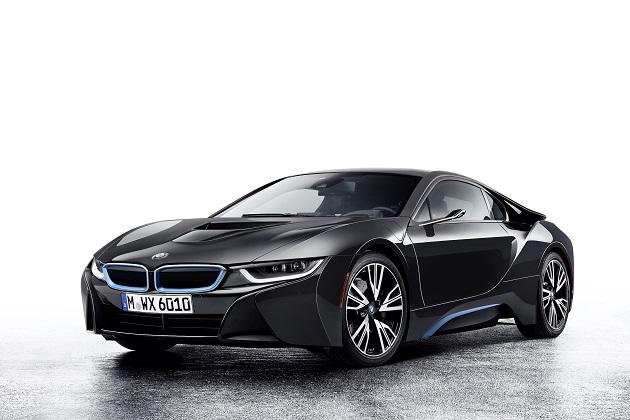 BMW、ミラーの代わりにカメラを搭載した「i8」をCESで初公開