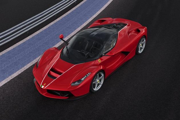 フェラーリ、イタリア中部地震復興支援のために1台だけ増産した「ラ フェラーリ」を公開!