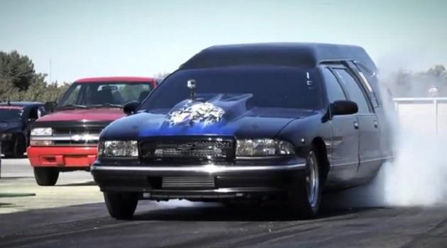 【ビデオ】世界最速の霊柩車が1300hpにパワーアップ!
