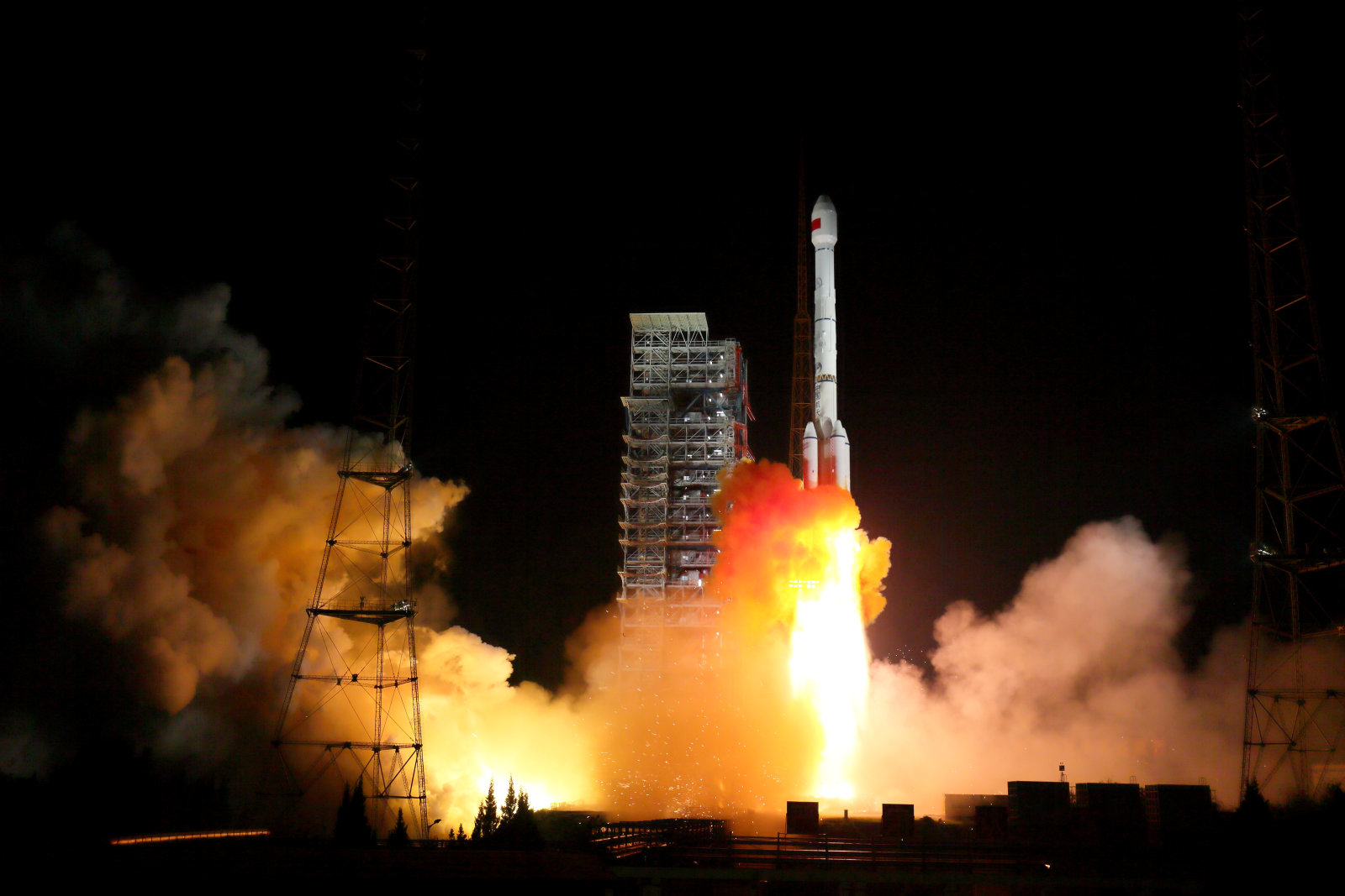 Two BeiDou-3 satellites via a single carrier rocket take off at the Xichang Satellite Launch Center, Sichuan province, China November 5, 2017. Picture taken November 5, 2017. REUTERS/Stringer ATTENTION EDITORS - THIS IMAGE WAS PROVIDED BY A THIRD PARTY. CHINA OUT.