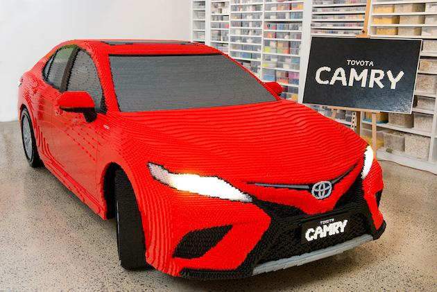 【ビデオ】レゴ社認定ビルダーが、50万個のブロックを使って実物大トヨタ「カムリ」を製作!