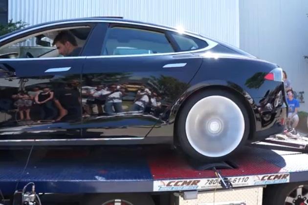 【ビデオ】最大トルク276.5kgm!? テスラ「モデルS」のダイナモテストを行ったら驚きの結果に!