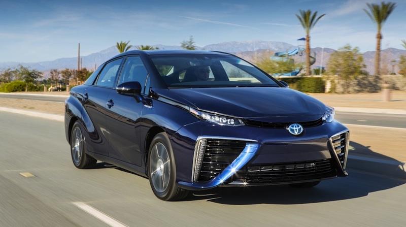 トヨタの燃料電池自動車「MIRAI」から排出される水は飲んでも大丈夫?