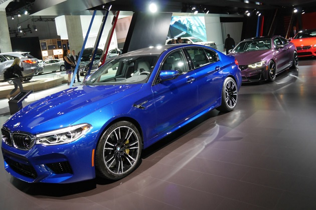 【LAオートショー2017】イエロー、オレンジにパープルまで! BMWは多数のカラフルなクルマを展示