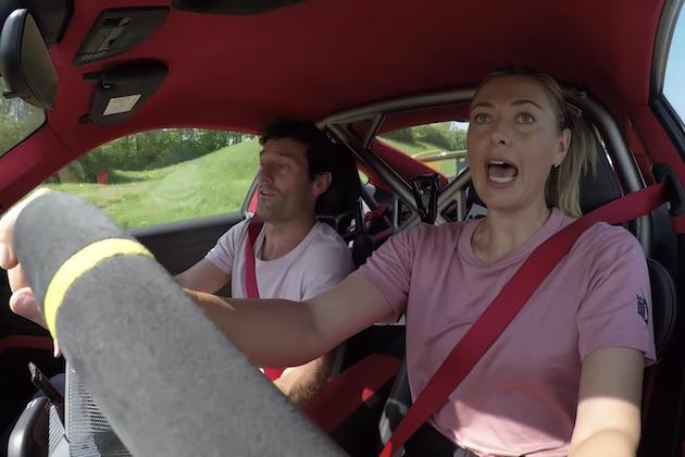 【ビデオ】シャラポワが運転する700馬力のポルシェ「911GT2 RS」にマーク・ウェバーが同乗!