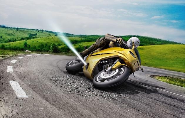 滑ったバイクを逆噴射で立て直す、スラスター安全装置をボッシュが発表! カーブの浮き砂利に効果