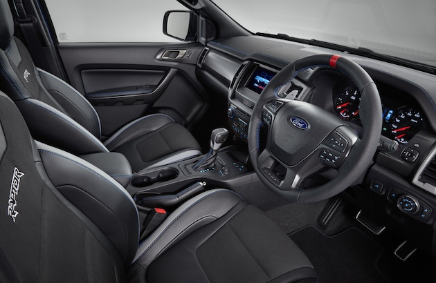 Ranger Raptor offers a tailored Ford Performance DNA interior design with a high level of craftsmanship, harmonious colours and durable materials suitable for both off-road driving and everyday use.