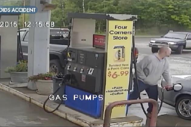 【ビデオ】給油していたらガソリンスタンドにSUVが突っ込んで来た!
