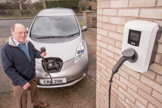 Electric Car Owners May Be Able To Charge Their Cars For Free If They Are Willing Let Energy Companies From Batteries The Grid During