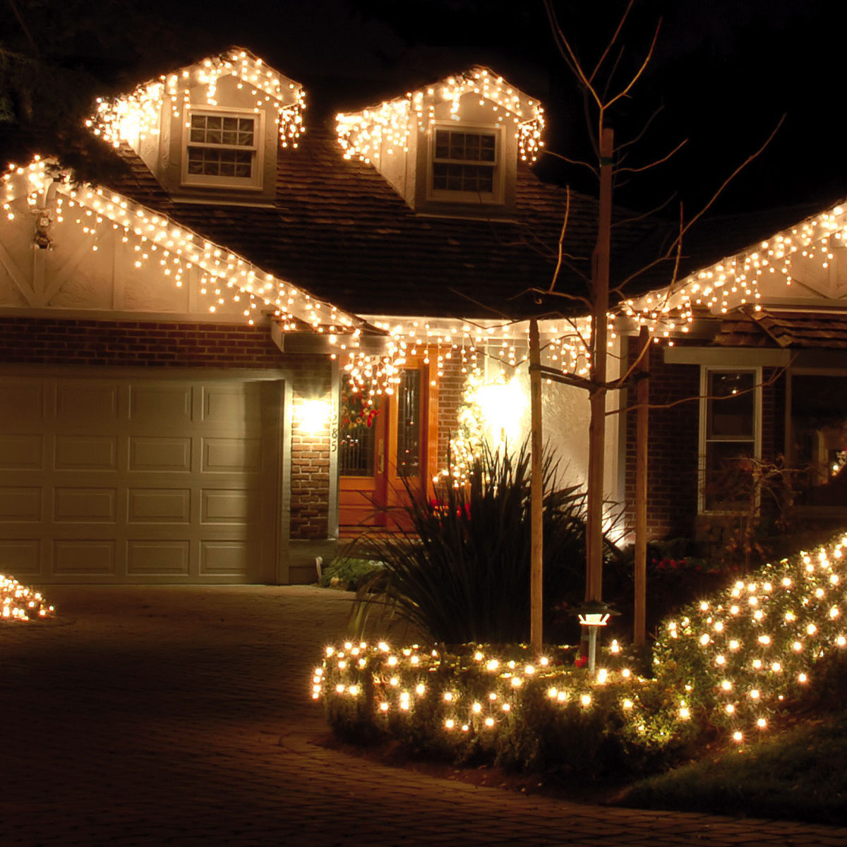 Now that\'s what you call Christmas lights! - AOL