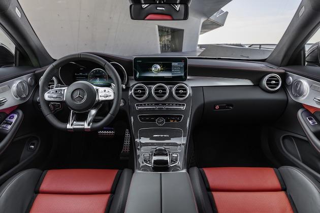 Mercedes-AMG C 63 S Coupé, AMG Night Paket und AMG Carbon-Paket II, Außenfarbe: designo diamantweiß bright.;Kraftstoffverbrauch kombiniert: 10,1 l/100 km; CO2-Emissionen kombiniert: 230 g/km (vorläufige Daten)  Mercedes-AMG C 63 S Coupé, AMG Night package and AMG Carbon-package II, Exterior paint: designo diamond white bright;Fuel consumption combined: 10.1 l/100 km; combined CO2 emissions: 230 g/km (provisional data)